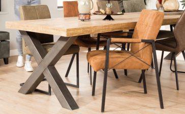 Zo combineer je verschillende stoelen aan de eetkamertafel