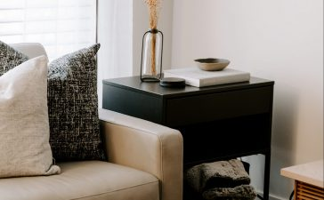 3 redenen waarom een bijzettafel in iedere woonkamer thuishoort